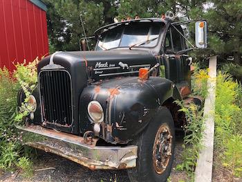 1952 Mack B33 Tractor Truck